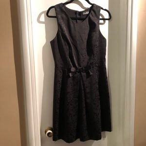 Dresses & Skirts - 🎁Spectacular Black Patterned Dress with satin bow